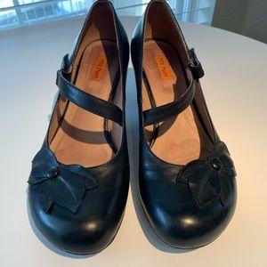 Miz Mooz Petal Pump Black leather heels Sz 11